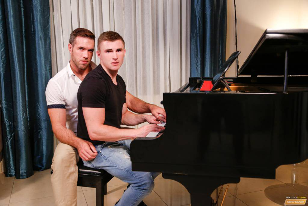 Alex Mecum Fucks Young Muscle Stud Jake Davis