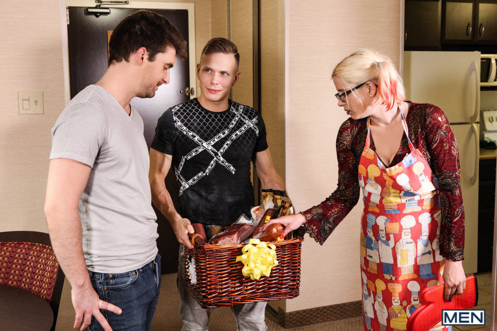 """Ethan Chase Fucks His New Neighbor Dustin Holloway – """"Welcome To The Building"""""""