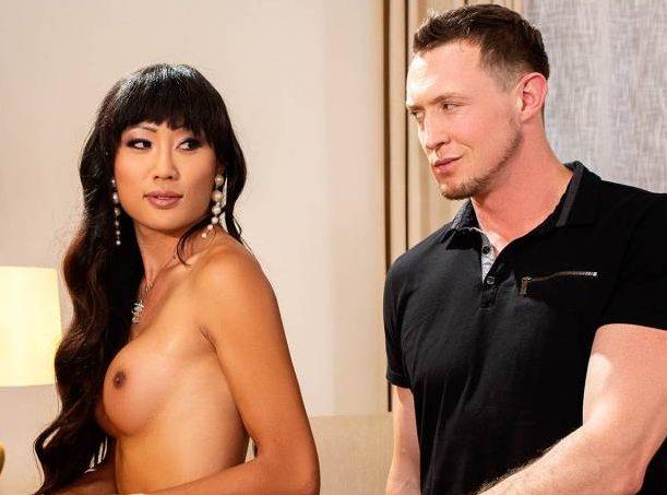 Pierce Paris Fucks Trans Porn Star Venus Lux Bareback